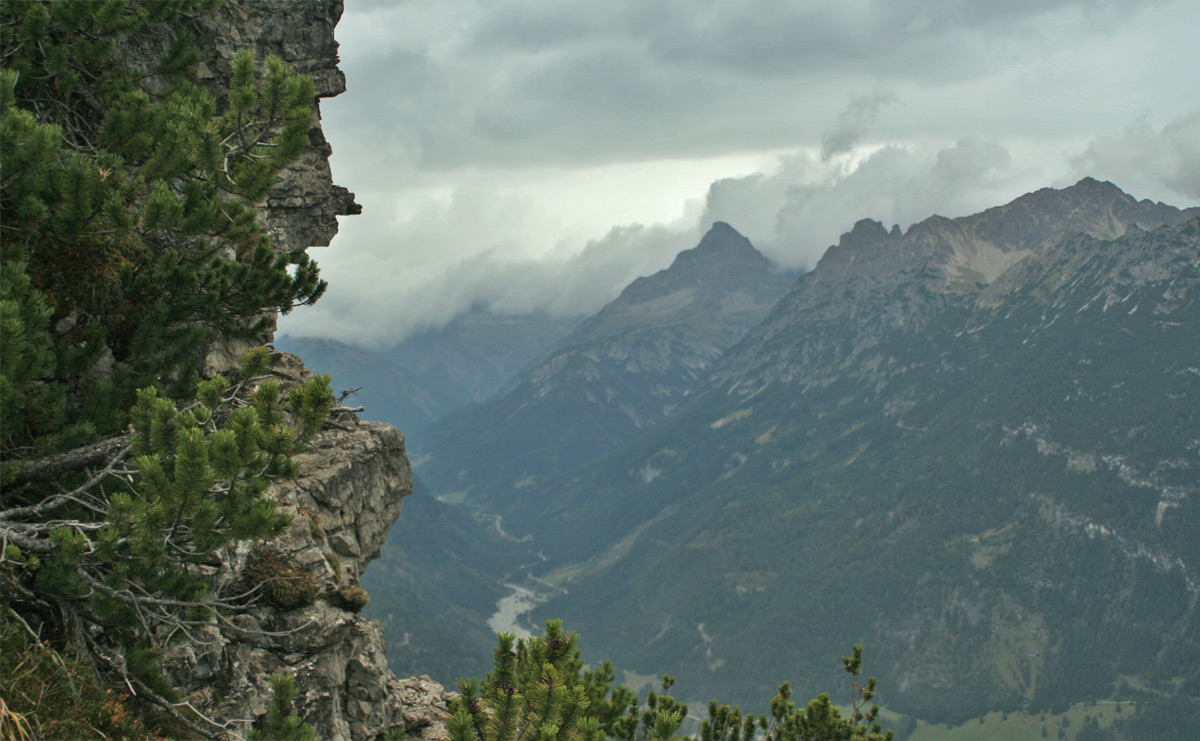 Ausblick vom Steinmandl (Stanzach) auf das Hornbachtal und den Hochvogel