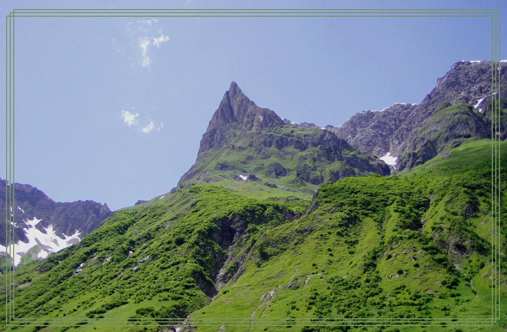 Einer der Vier Festen hoch über dem Sulzltal am Weg zu der Simmshütte und der Holzgauer Wetterspitze