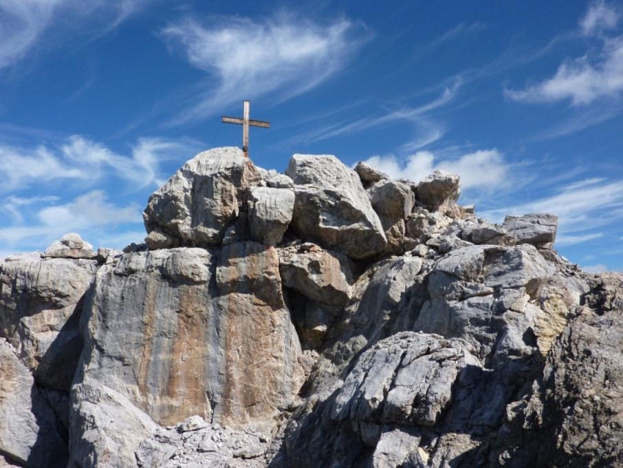 Gipfelaufbau mit Kreuz. 15.8.2012