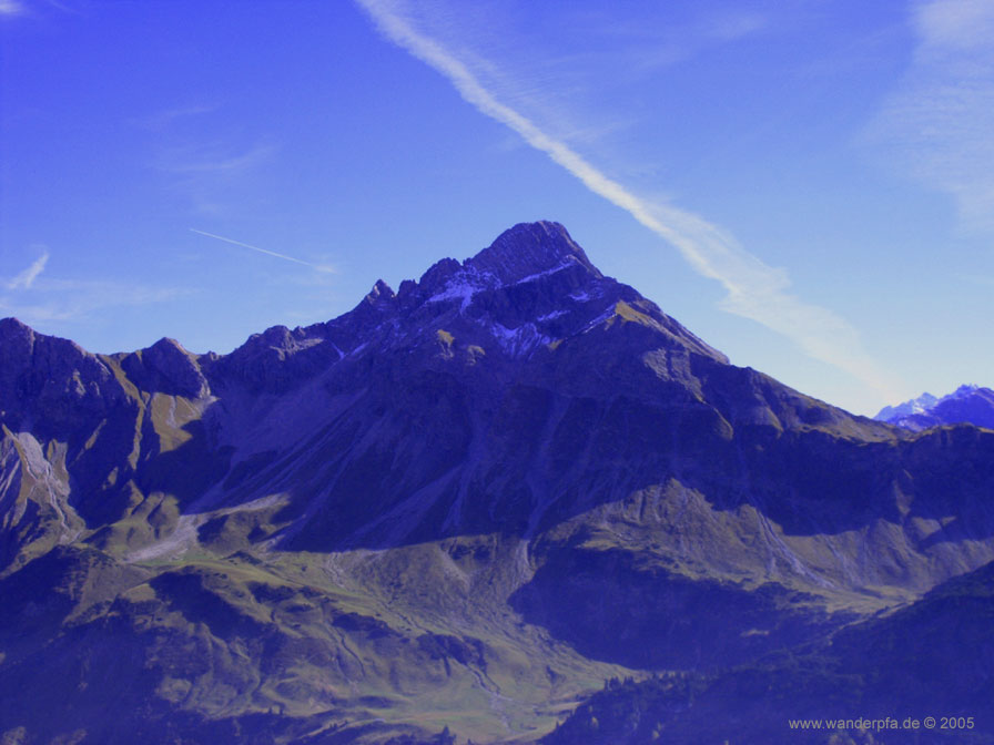 Gegenüber dem Krumbacher Höhenweg erhebt sich nun der Biberkopf in seiner ganzen Pracht.