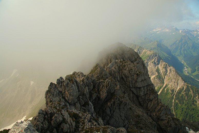 Blick vom Rauhhorn über den Gipfelgrat hinunter ins Hintersteiner Tal (Giebel und Giebelhaus)