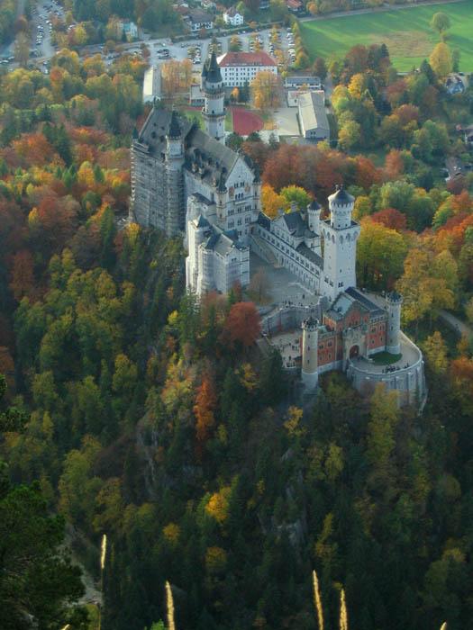 Herbstlaub um das Königsschloss