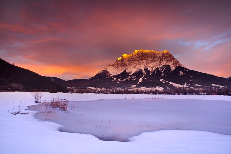 """Drittplatzierte Aufnahme aus dem Fotowettbewerb unter dem Motto [url=http://www.alpic.net/forum/fotowettbewerb-0113/][b]""""Winter im Alpic-Land""""[/b][/url] von Zosko mit dem Ehrwalder Becken"""