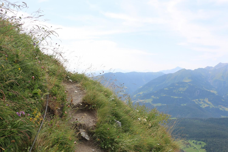 Ausstieg des historischen Klettersteiges Pinut in Flims (Graubünden) am Servetsch Pinut (2.045m). Bild aufgenommen von Mark am 18.07.2015