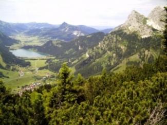 Blick vom Reuttener Hahnenkamm ins Tannheimer Tal