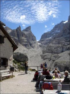 Refugio Tuckett (2.272m)