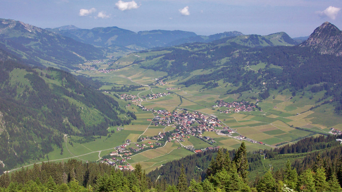 Blick vom Neunerköpfl auf Tannheim