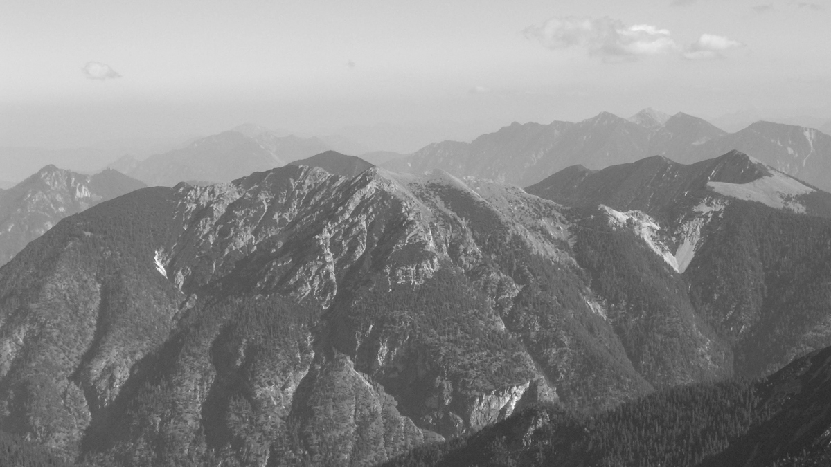die Kieneckspitze über der Elmau an welche am rechten Bildrand der Felderkopf anschließt
