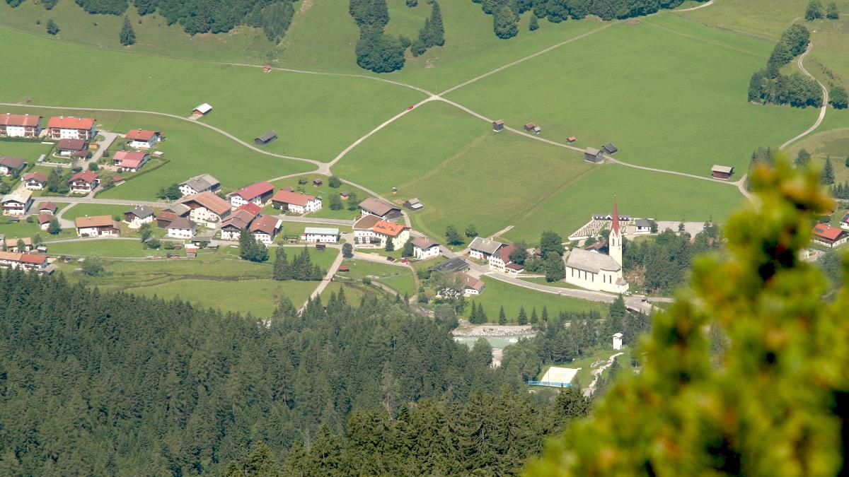 die Gemeinde Häselgehr markiert in etwa die Mitte des Lechtals