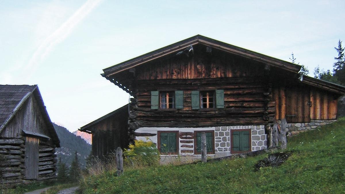 die alten Wohnhäuser von Pfafflar wurden in jüngerer Vergangenheit zu reinen Ferienhäuschen degradiert - eine Entwicklung die inzwischen auch in tiefer gelegene Ortschaften vorgedrungen ist