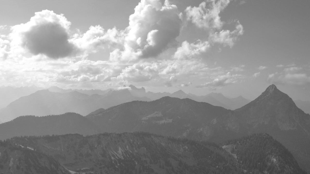 Gipfelblick vom Ochsenälpeleskopf gegen Südwesten - Schlagstein, Koflerjoch und Säuling - im Hintergrund die Tannheimer Berge