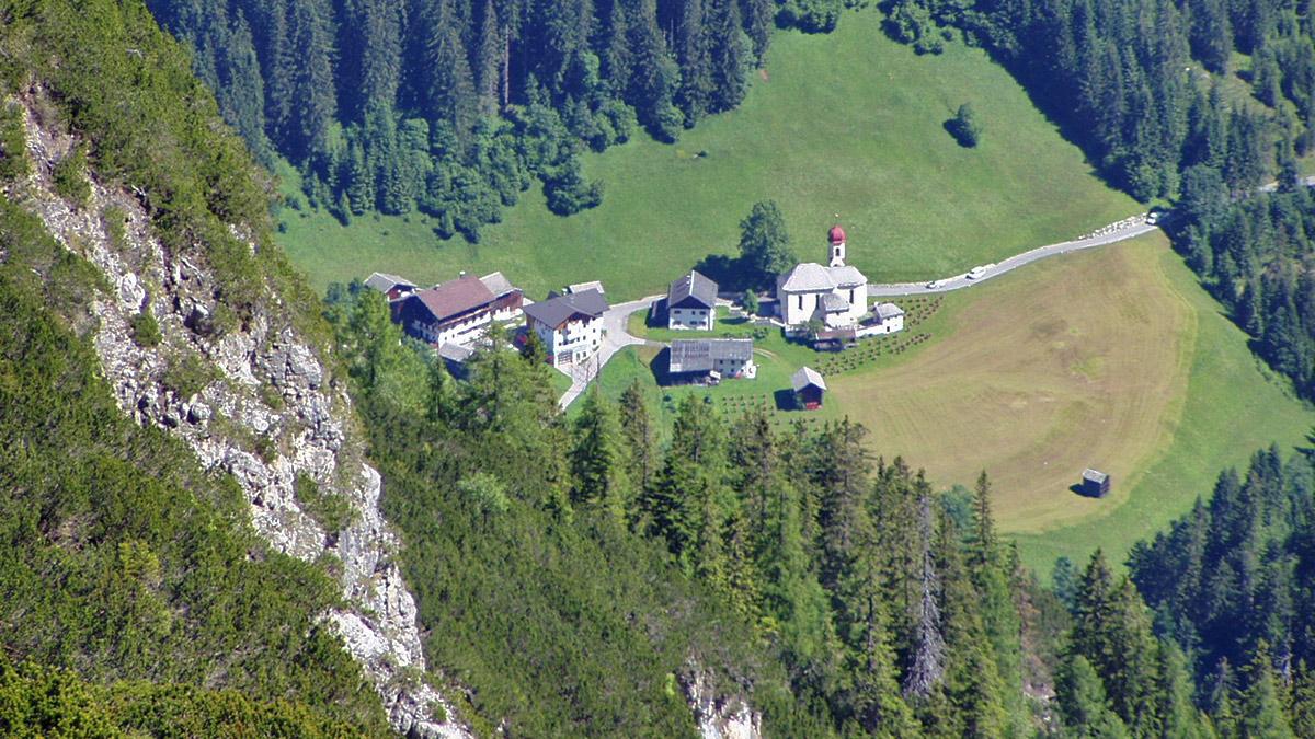 der Ort Hinterhornbach mit seiner der Lieben Frau vom Guten Rat gewidmeten Pfarrkirche