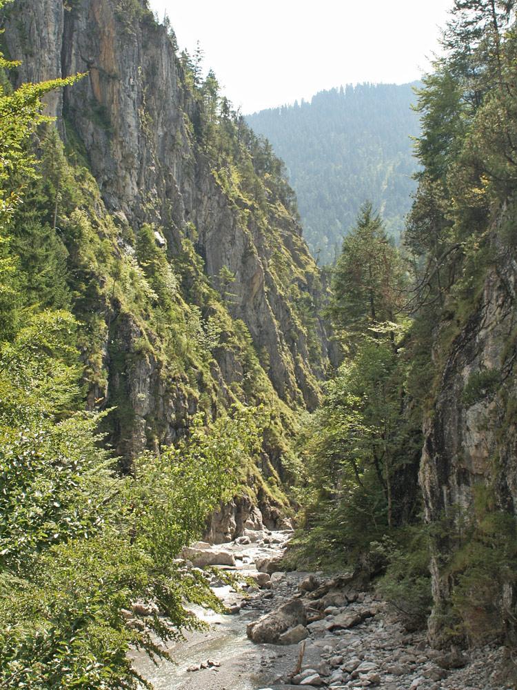der Durchbruch der Rotlechschlucht bei Weißenbach