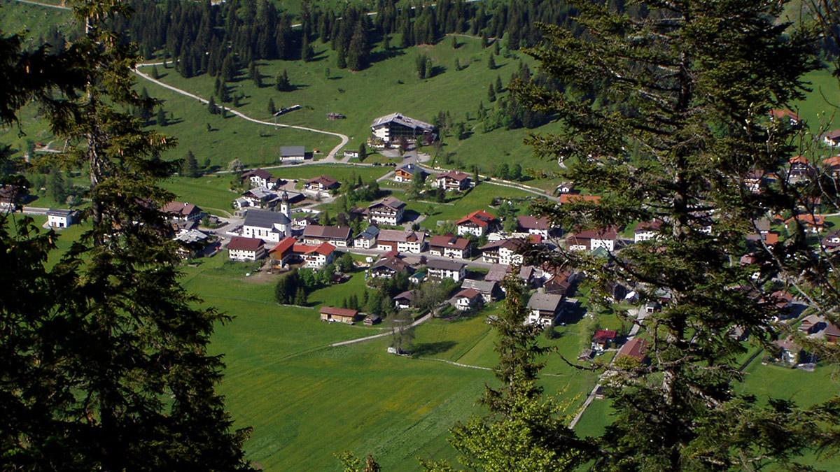 die Gemeinde Nesselwängle vom Meraner Steig aus gesehen