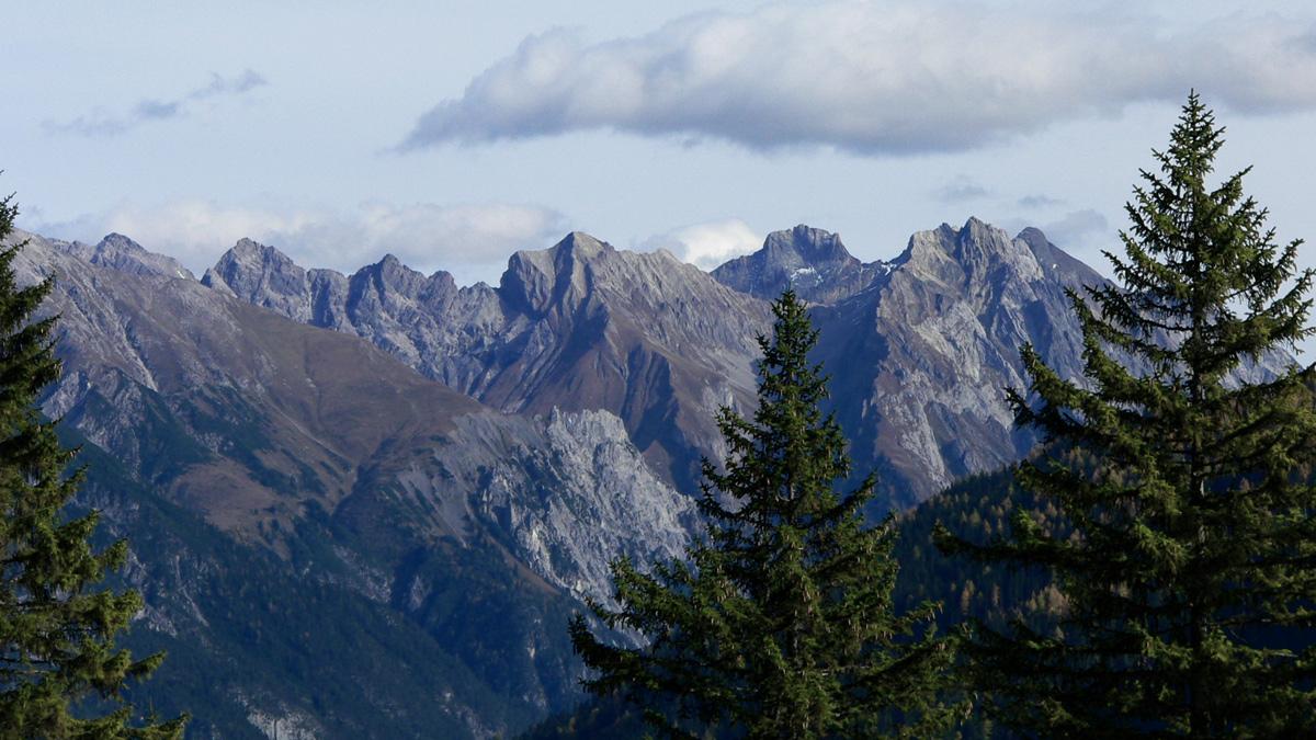 die höchsten Gipfel der Lechtaler Alpen: (v.l.) Stierkopf, Stierlochkopf, Schwarzlochkopf, Grießmuttekopf, Parseierspitze, Eisenspitze und Dawinkopf