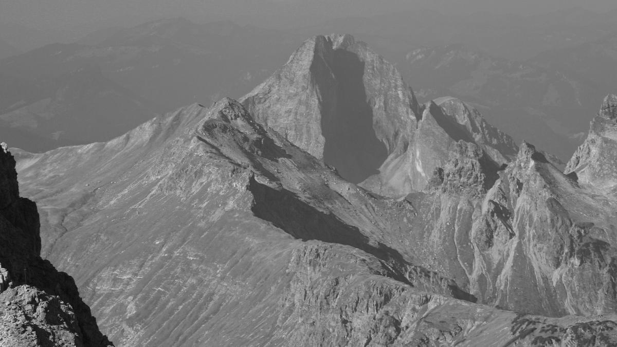 Ausblick vom Bretterspitz-Westgrat zu der markanten Höfats