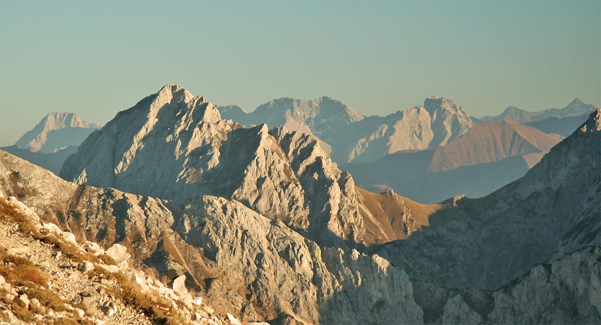 Gipfelblick vom Brentenjoch auf die Gehrenspitze während des letzten Abendlichtes
