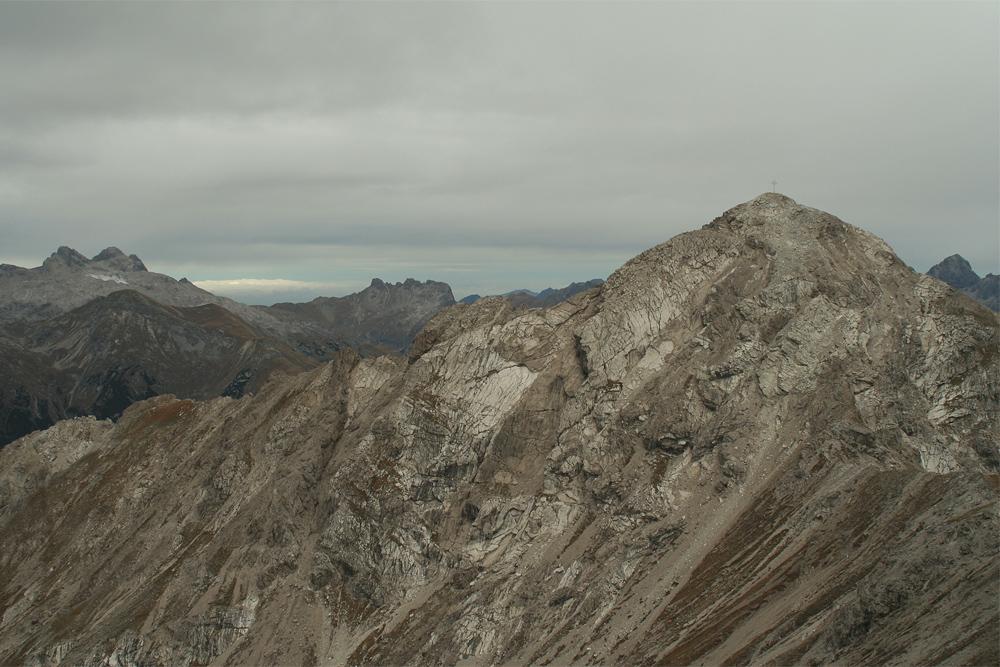 Gipfelblick von der Rotschrofenspitze hin zu der Griestaler Spitze