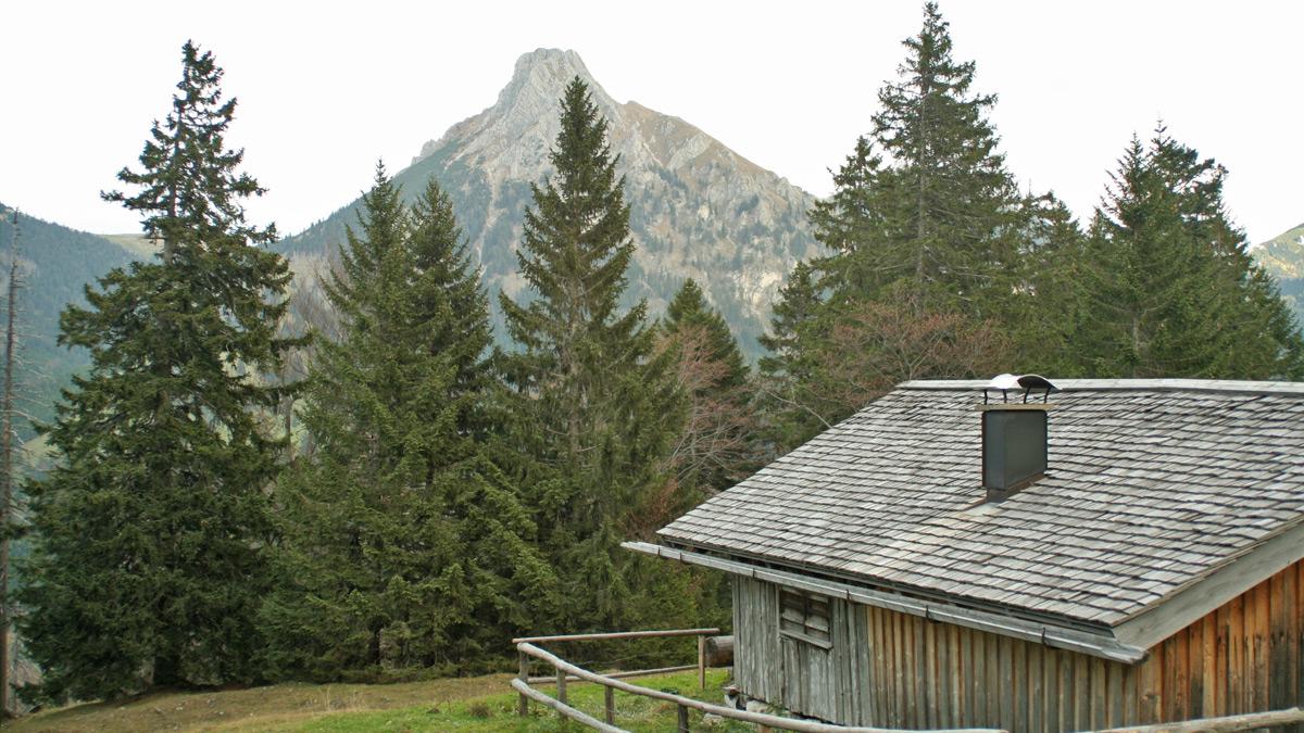 Ausblick von der Einsteinhütte zum benachbarten Aggenstein