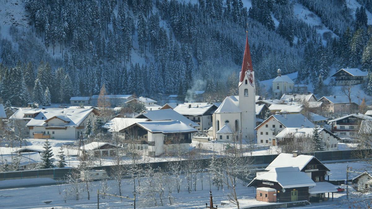 die in der Außerferner Kleinregion Zwischentoren gelegene Gemeinde Bichlbach am Eingang in das Berwangertal