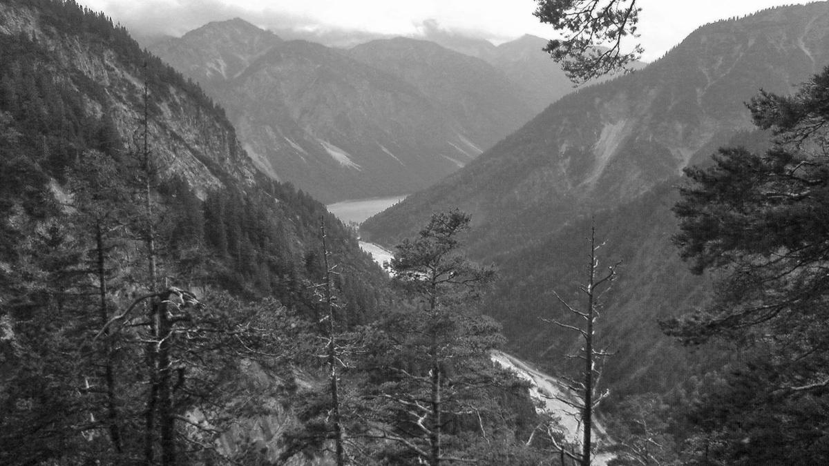 Blick aus dem oberen Bereich des Teufelstals hinab in das Tal des Torsäulenbaches