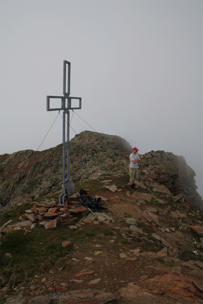 das Hocheder-Gipfelkreuz in den Stubaier Alpen