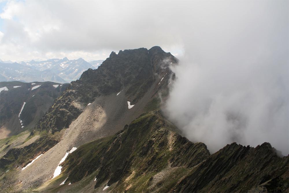 Ausblick vom Gipfel des Hocheder auf den südwestlich aufragenden Rietzer Grieskogel