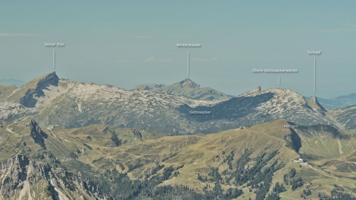 beim Gipfelblick vom Großen Krottenkopf in Richtung Westen bietet sich dies Panorama