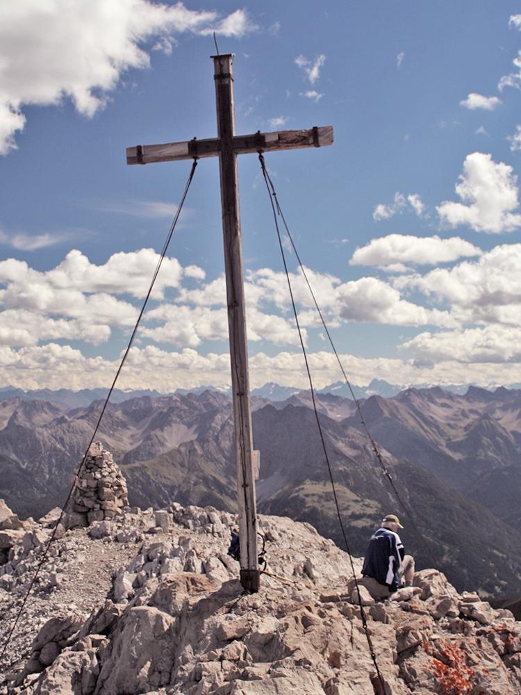 das alte Kreuz auf dem höchsten Gipfel der Allgäuer Alpen - dem Großen Krottenkopf