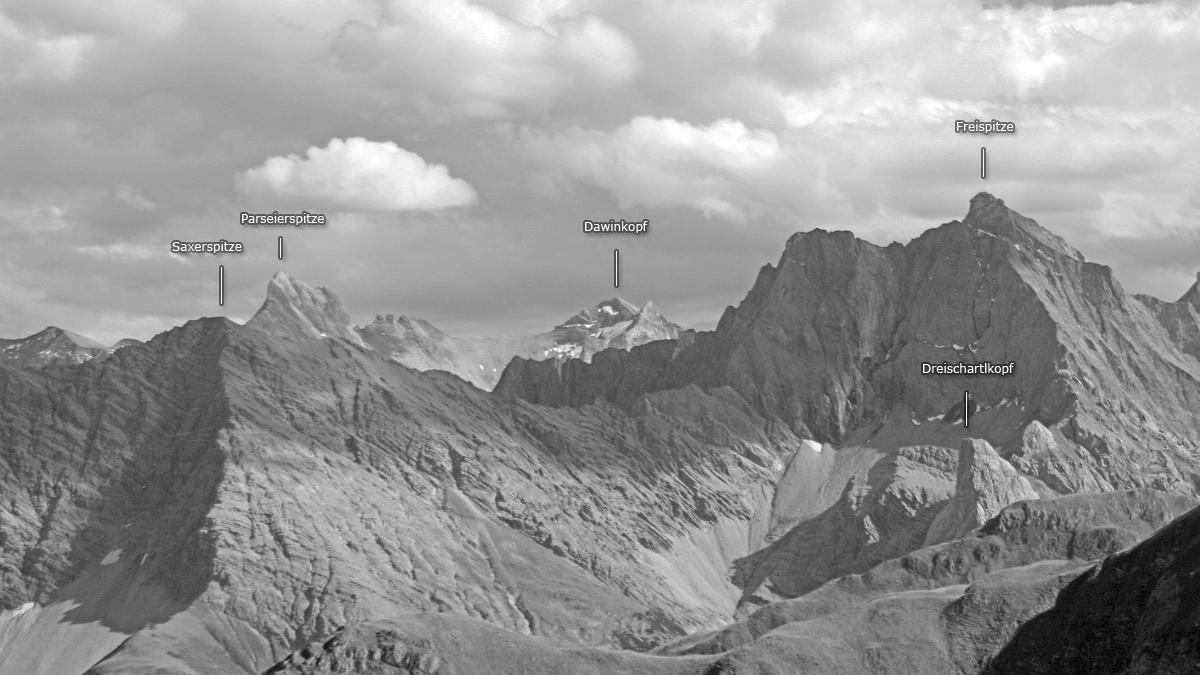 Panoramaansicht der höchsten Gipfel der Lechtaler Alpen