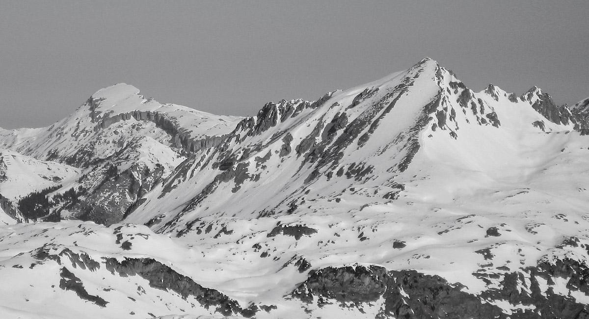zwei Berge mit unterschiedlichen Charakteren: der Hohe Ifen und das Walser Geißhorn