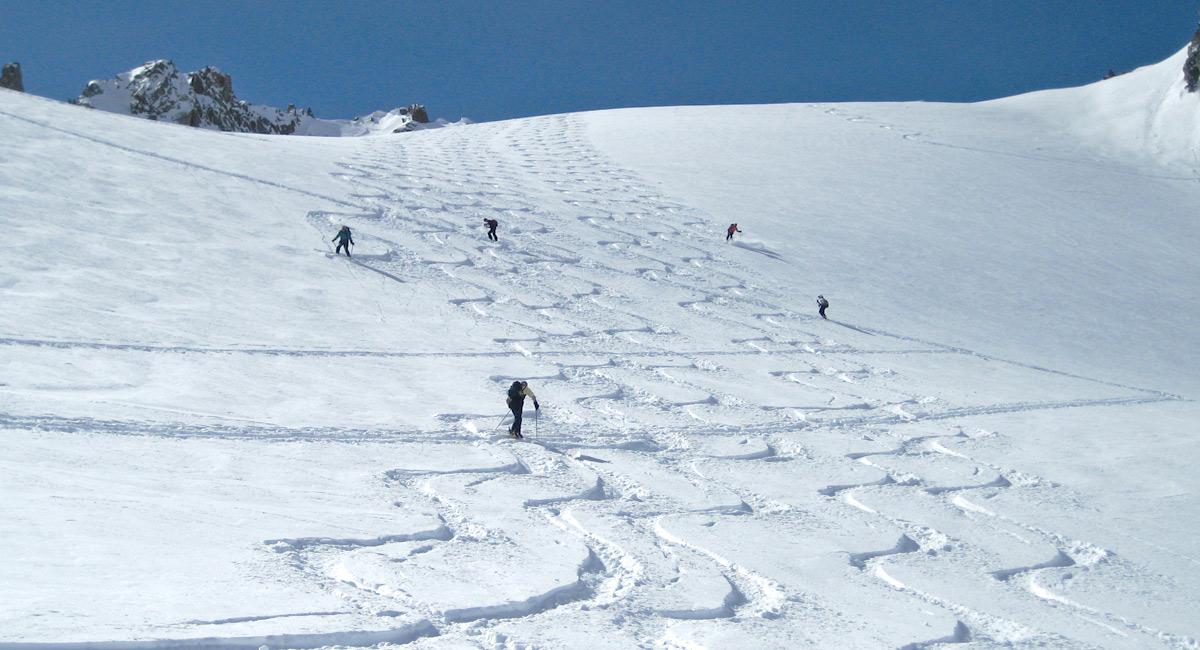 beinahe 400 Höhenmeter Abfahrt am Stück gibt es am Kaltenberggletscher im Verwall