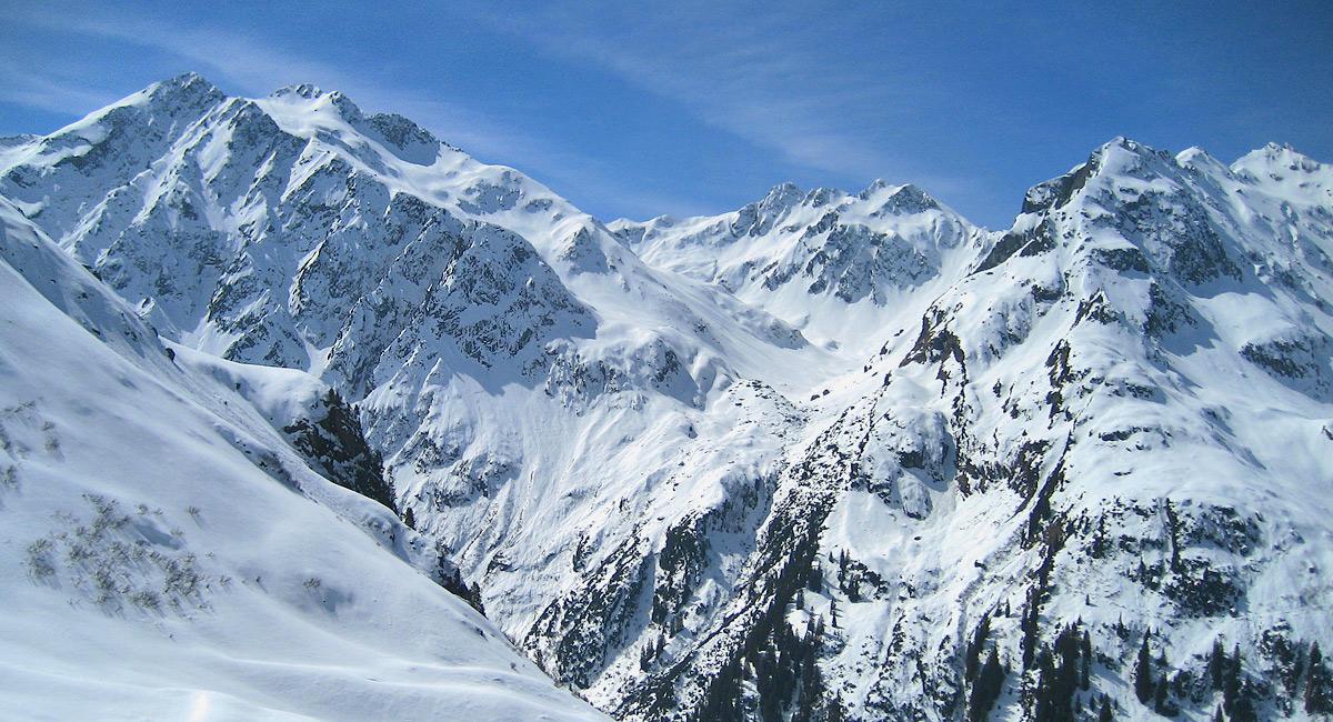 Rückblick von der Satteinser Alpe hinauf zu den Eisentalerspitzen