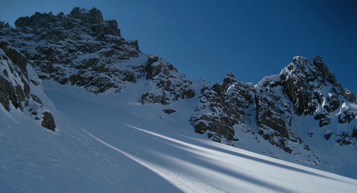 die Große Schafkarspitze wirft ihren Schatten in das nördlich eingelagerte, oberste Schafkar
