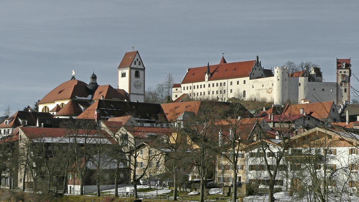 Blick von Ost auf das Hohe Schloss zu Füssen, an dessen Stelle einst das römische Kastell foetibus gestanden haben dürfte