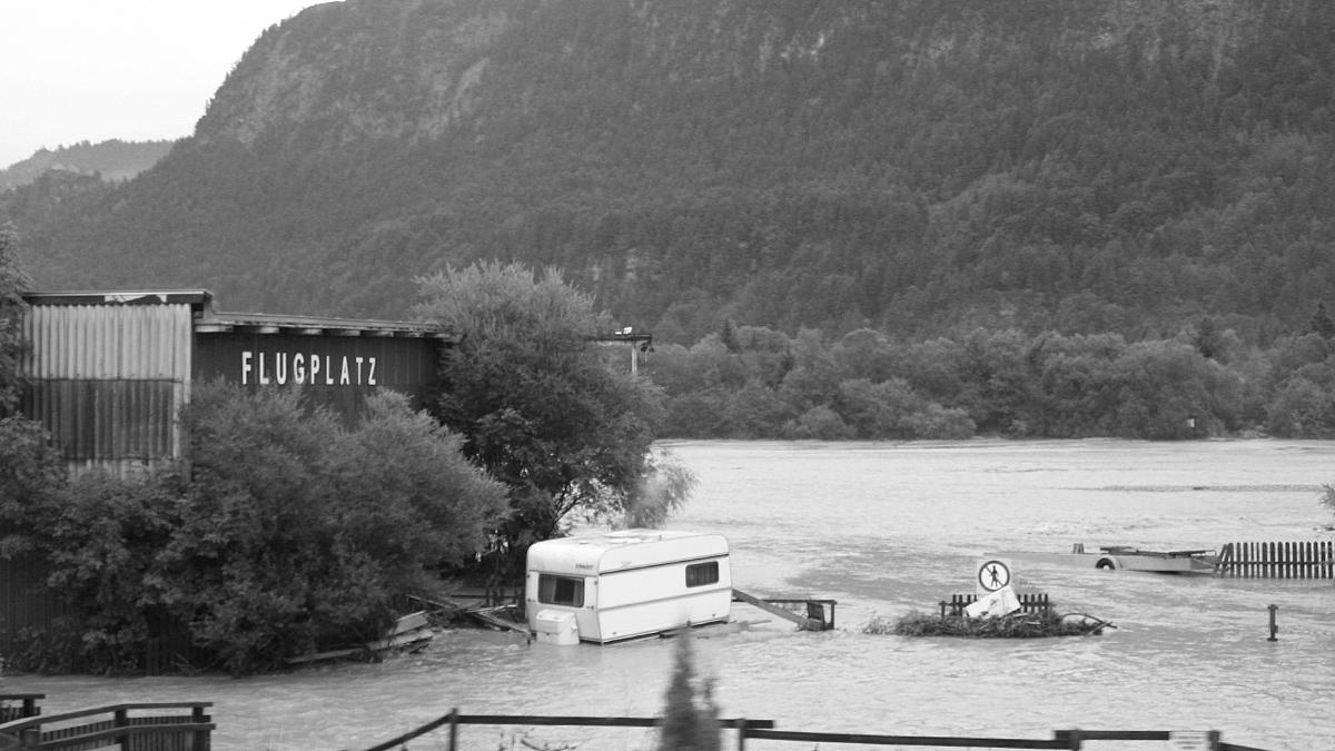 der Flugplatz Höfen während der Hochwasserlage 2005