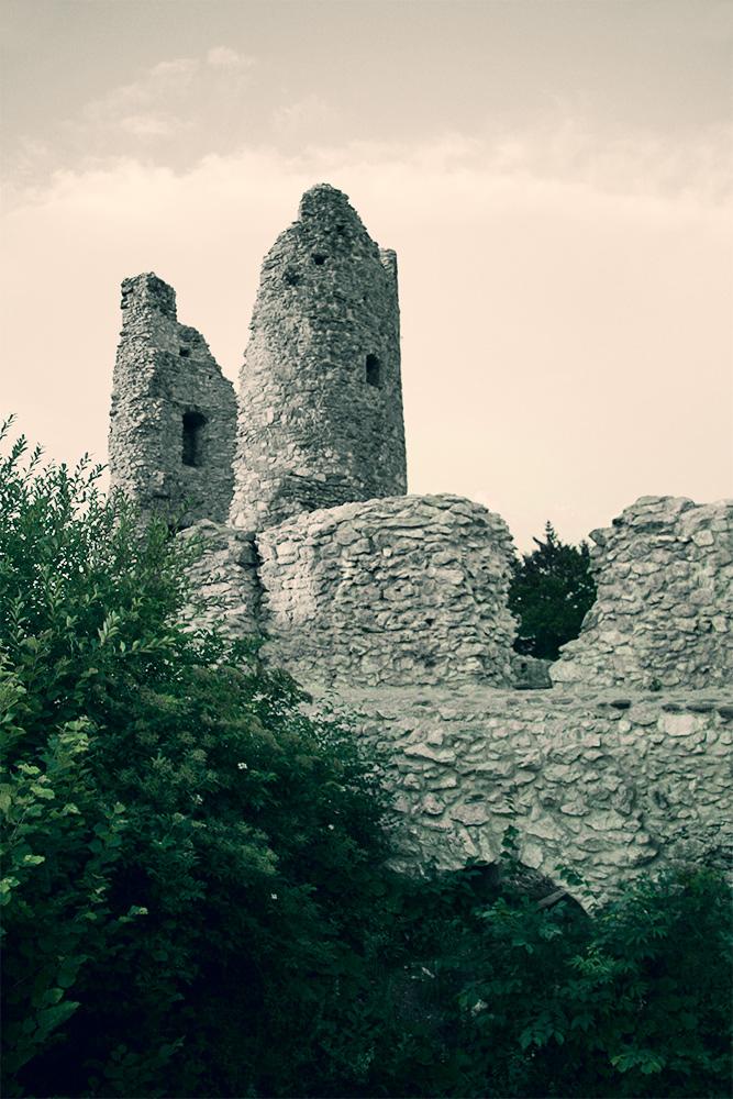 Reste des Bergfriedes auf Hohenfreyberg