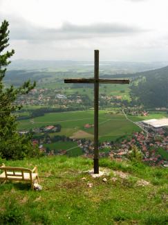 Pfronter Berg - Kreuz mit Sitzgelegenheit