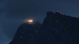 Sonnwendfeuer an der Zugspitze
