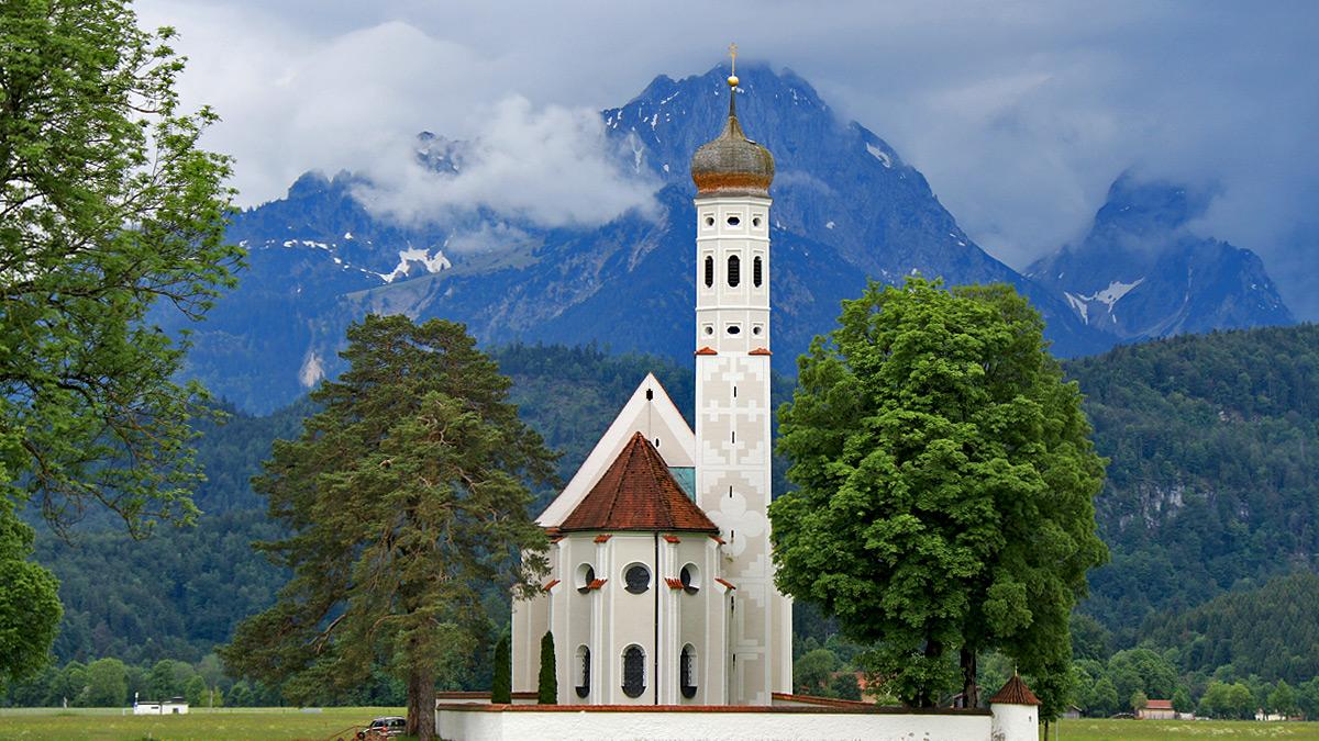 die weit um bekannte St.-Colomans-Kirche bei Schwangau