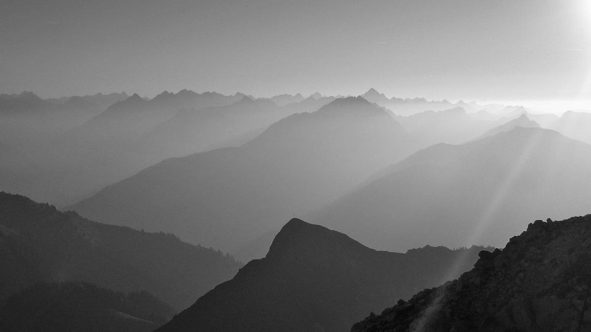 die letzten Sonnenstrahlen erreichen noch den Gipfel der Gehrenspitze