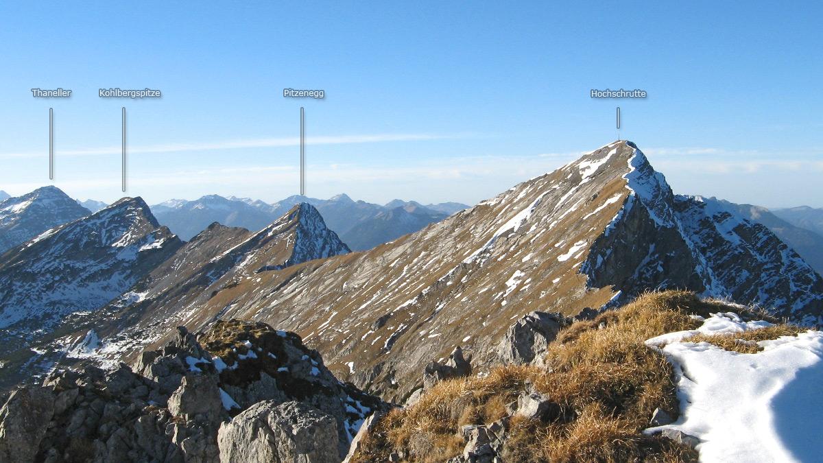 die Gipfelreihe der südlichen Ammergauer Berge vom Pfuitjoch aus gesehen