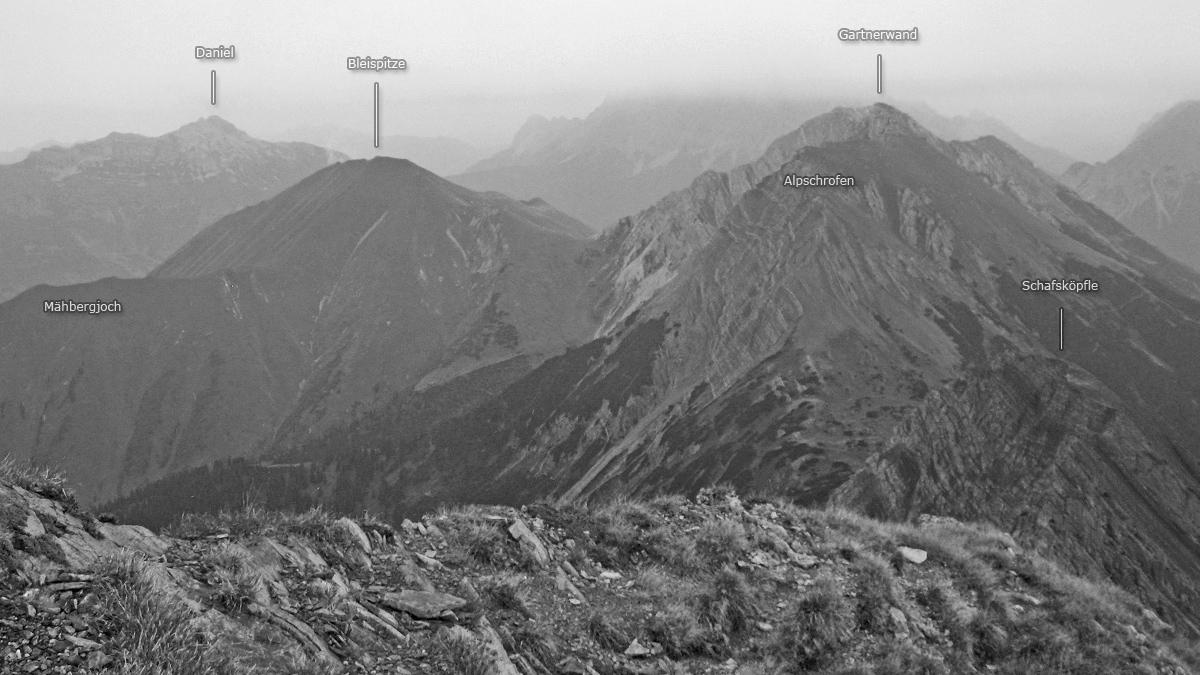 Gipfelblick vom Roten Stein zu Bleispitze und Gartnerwand