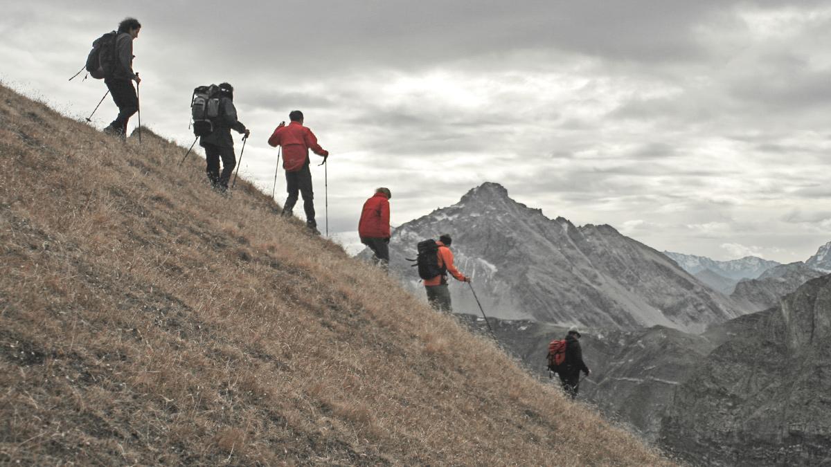 der Abstieg von der Rotschrofenspitze bei eigentümlichen Lichtverhältnissen - im Hintergrund die Vorderseespitze