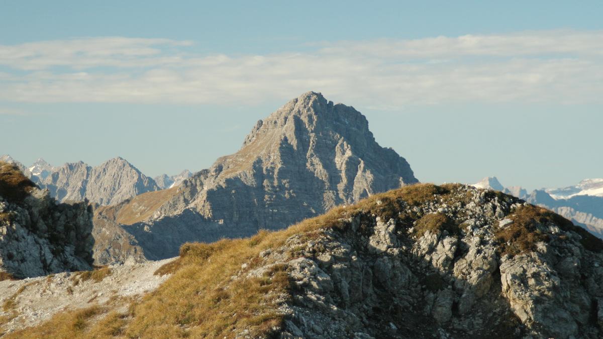 Gipfelblick von der Schlierewand hinüber zu der Namloser Wetterspitze