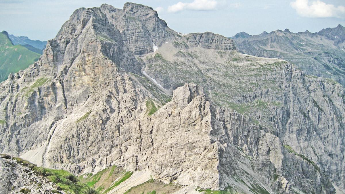 Gipfelblick von der Jochspitze gegen Norden zu den Höllhörnern und dem Kleinen Wilden