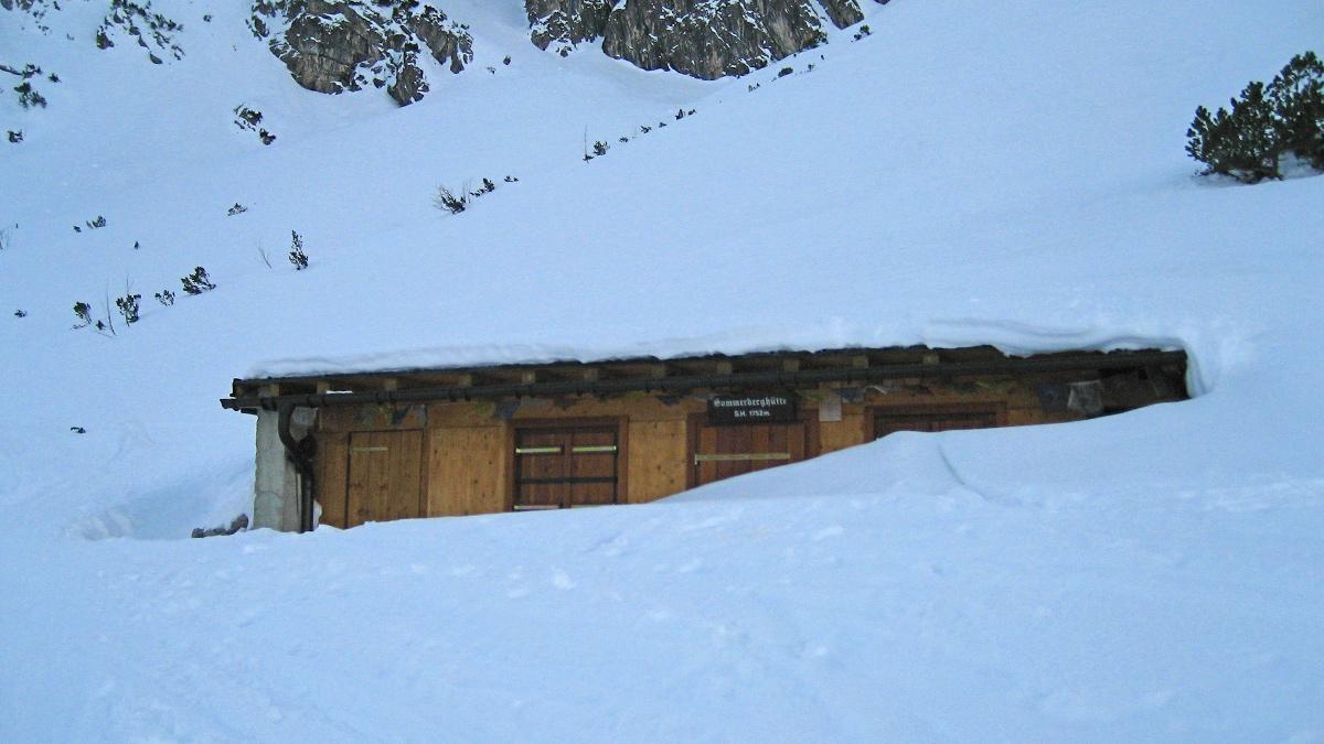 die Sommerberghütte am Aufstieg zur Namloser Wetterspitze bei so gar nicht sommerlichen Verhältnissen