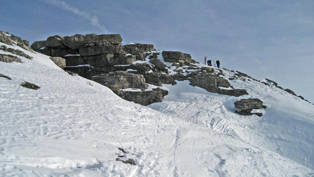 Ankunft am Gipfelbereich der Namloser Wetterspitze - erst im Gipfelbereich treten einige Felsblöcke auf
