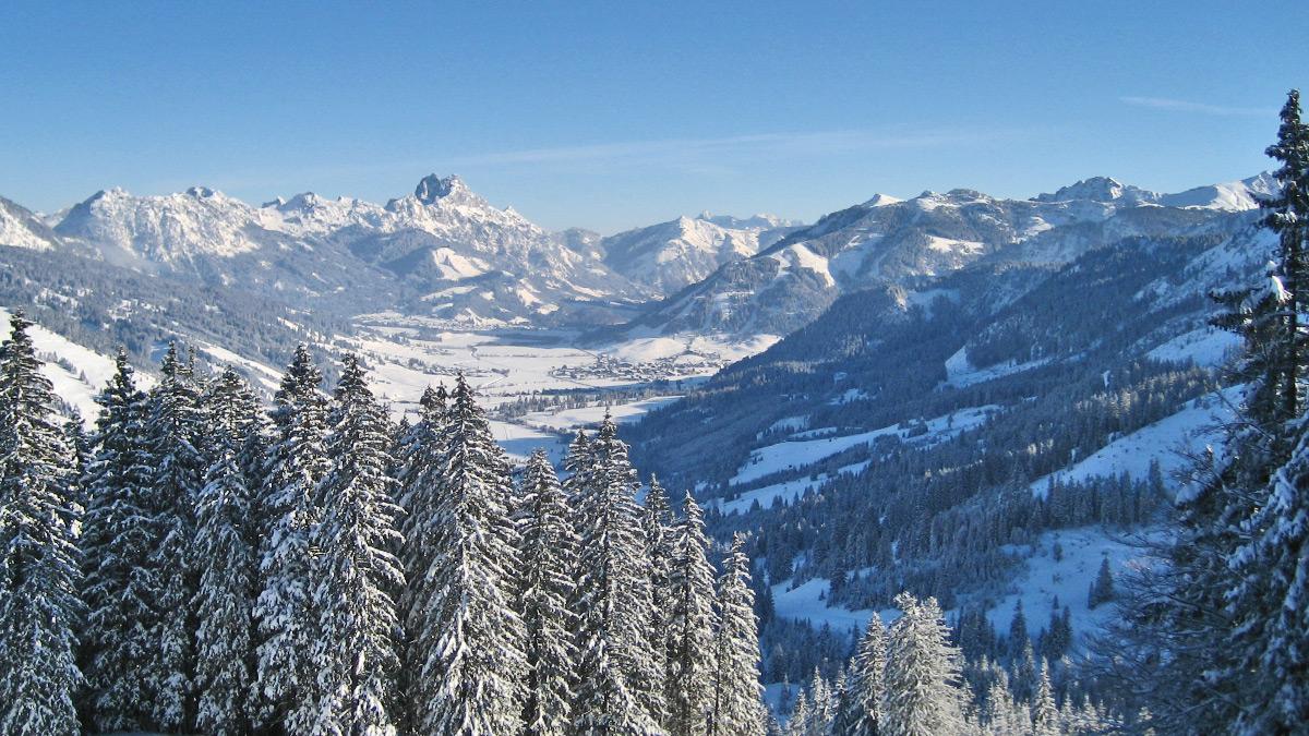 Blick von Westen in das Tannheimer Tal