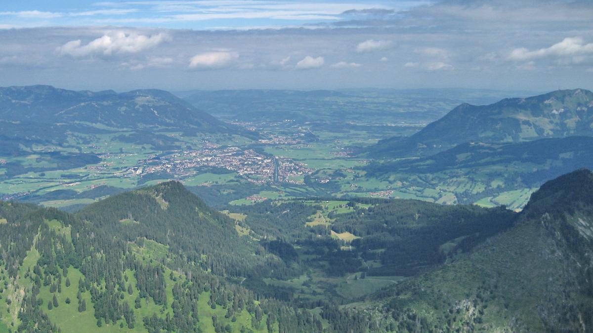 das Illertal bei Sonthofen vom Gipfel der Rotspitze aus gesehen